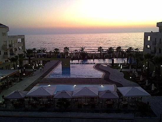 แคปิตอลโคสท์ รีสอร์ทแอนด์สปา: Sunset from the Balcony