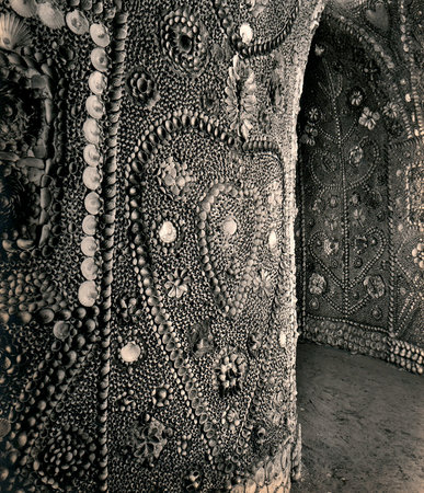 Margates Shell Grotto  Looking-north-along-the