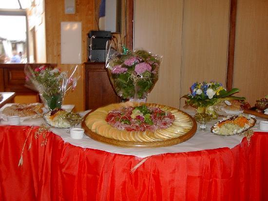 Auberge La Pomme de Pin : buffet traiteur