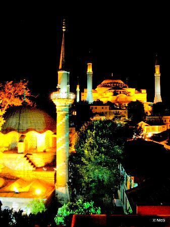 เชียส์ โฮสเทล: View to Hagia Sophia from Cheers roof top bar