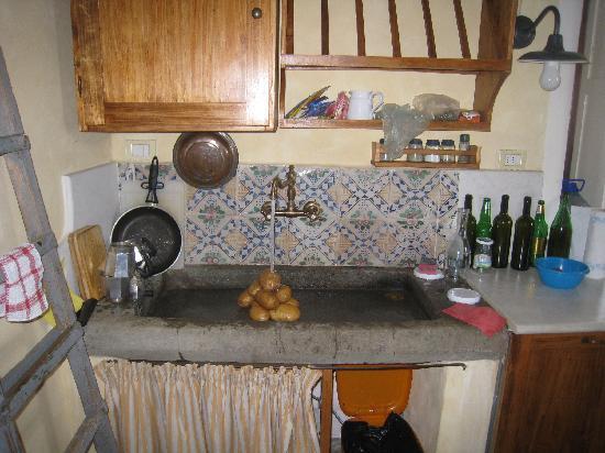 Borgo dei Cadolingi: The ammazing kitchen sink