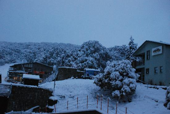 Falls Creek Alpine Resort: A snowy day from the balcony at Quay West