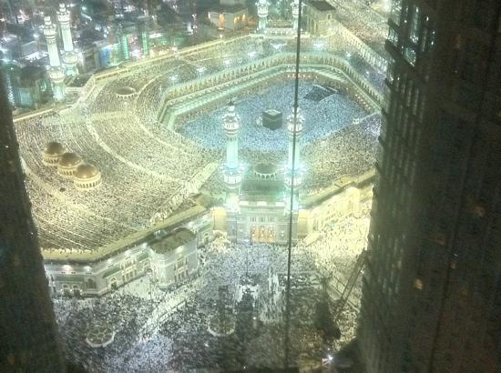 Makkah Clock Royal Tower, A Fairmont Hotel: Kaaba view from the room