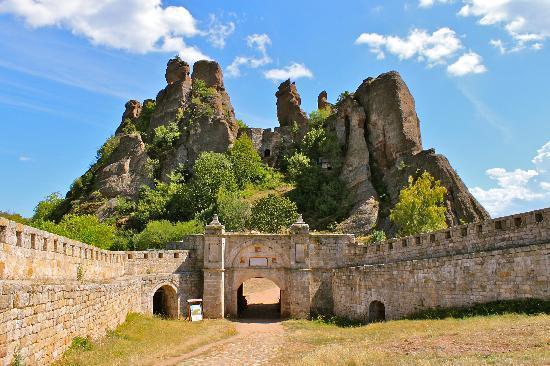 Madona Inn Falkovets: Nearby Belogradchik fortress