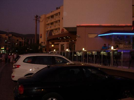 Ketenci Hotel: from the main road.