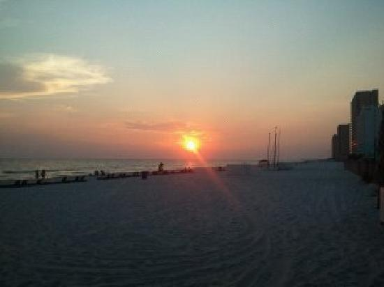 The Sandpiper Beacon Beach Resort: Sunset at the Sandpiper Beacon!