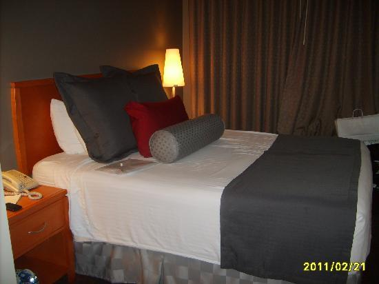 Best Western Plus Manhattan Beach Hotel: Hotel Bed