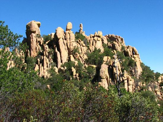 Cochise Stronghold: getting closer to the rocks