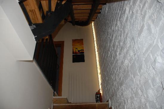 Violet Suite: Entrance stairway