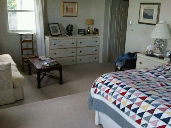 Wavecrest Bed and Breakfast  on Pelee Island: Our spacious room