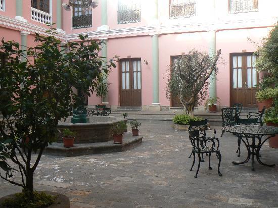 Capital Plaza Hotel: notre chambre et le patio