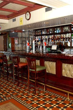 White River House Hotel: Barge Bar