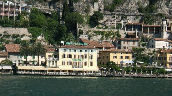 Hotel Le Palme: Hotel from the Lake