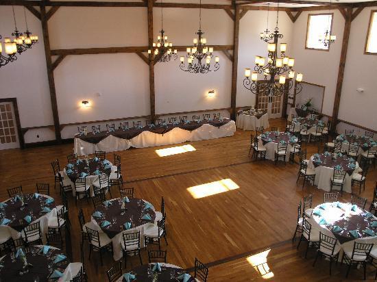 The Lodges at Gettysburg : Gloryridge Ballroom before a Wedding