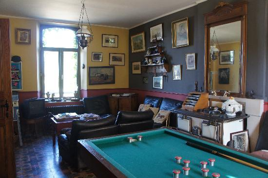 Le Moulin de Fernelmont: salon et salle de billard