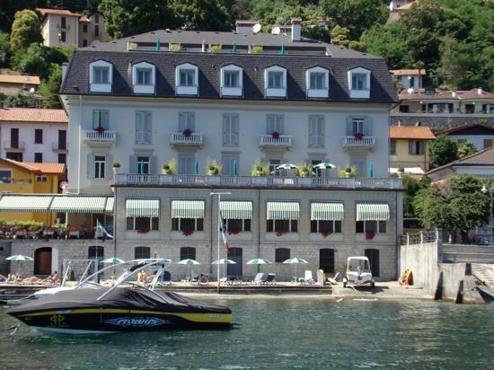 Ghiffa, Italy: hotel vanop het meer