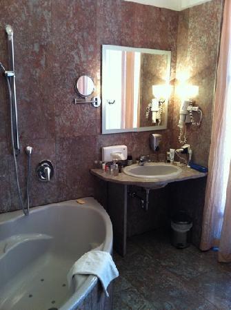Hotel Zum Dom - Palais Inzaghi: Bathroom