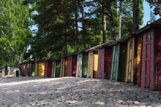 Pihlajasaari Recreational Park: beach: changing cabins