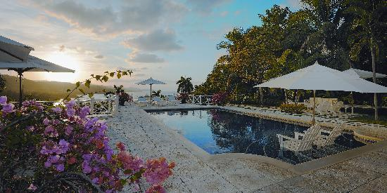 Round Hill Hotel & Villas: Sunset View from a Luxury Villa