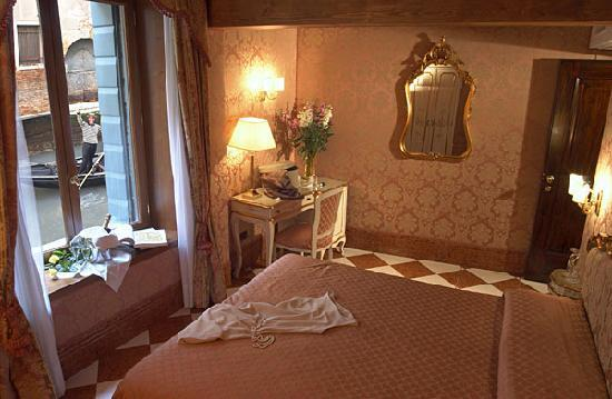 Locanda Ca' Amadi: Room with Canal view