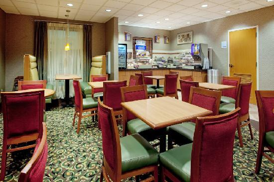 Holiday Inn Express & Suites- Sulphur (Lake Charles): Breakfast Area