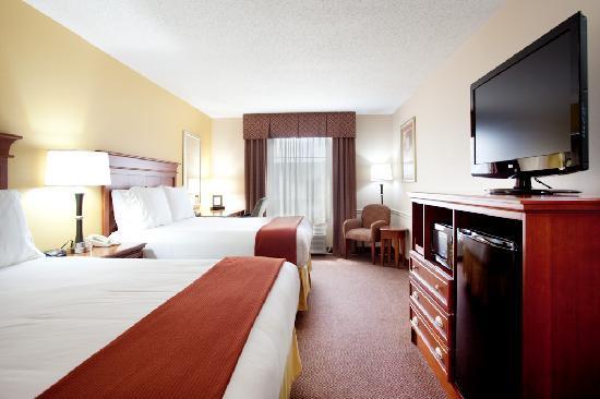 هوليداي إن إكسبرس آند سويتس سالفور (ليك تشارلز): Enjoy our Comfort Beds and all rooms have a Microwaves & Mini-Fridge.