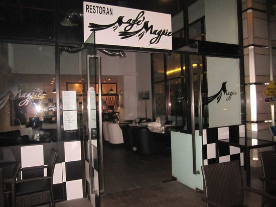 Cafe Magpie: The entrance to Magpie