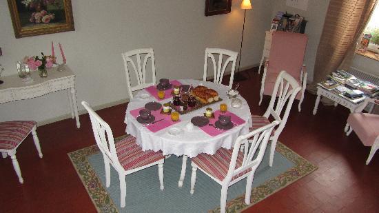 Le Clos Xavianne breakfast