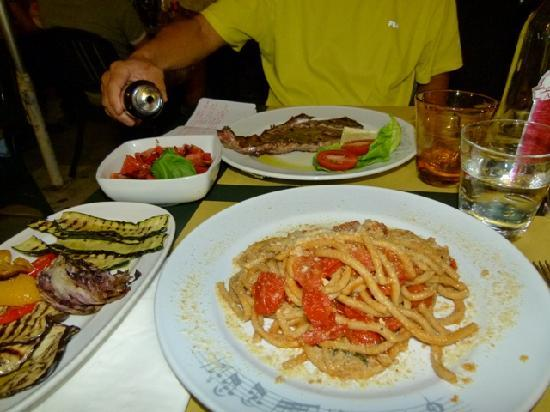 Il Trovatore: Spaghetti, grilled beef, grilled vegetables, and tomatoe salad.