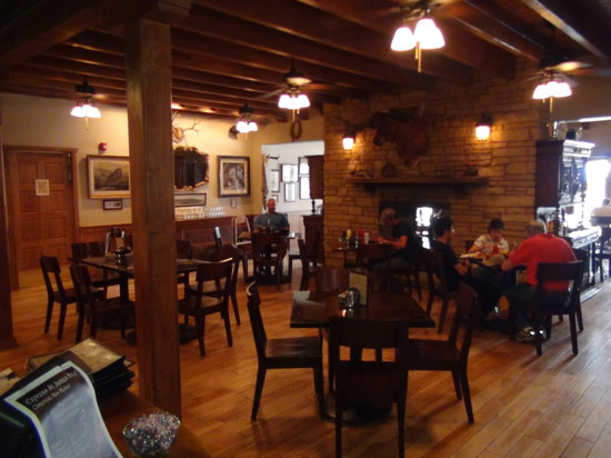 Saint James Hotel & Restaurant: Part of the dining area
