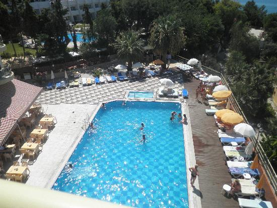 Arora Hotel: piscine accessible quand on veut !