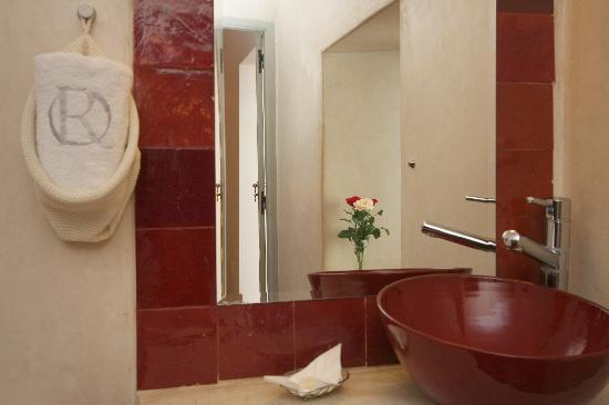 Riad Les Jardins des Lilas: Salle de bain