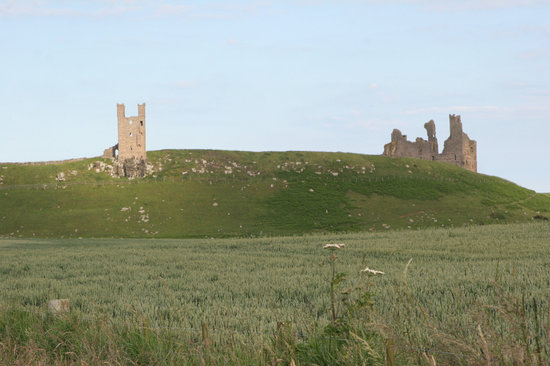 Craster, UK: approaching Dunstanburgh Castle from the trail