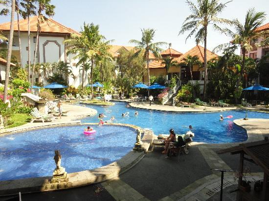 Sanur Paradise Plaza Suites: The Pool / view from your room