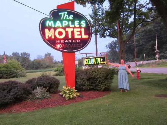 Maples Motel: great neon sign !
