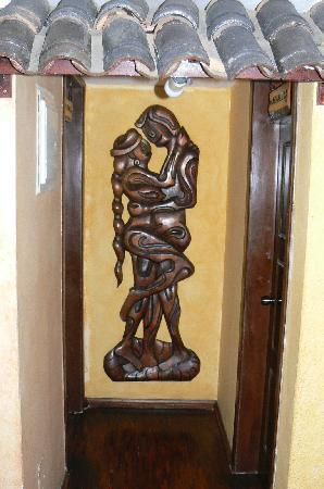 Sol de Quito Museum Hotel: Ecuadoran Style Carved Wood Decoration