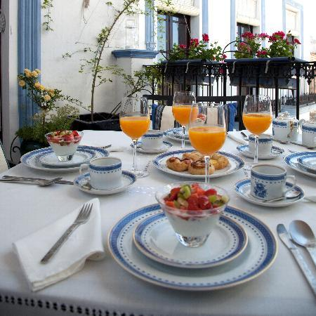 La Casa Noble: Wake to freshly squeezed juice, seasonal fruit, pastries straight from the oven and velvety yogh