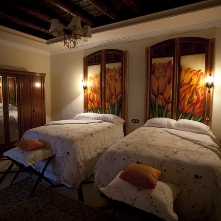 "La Casa Noble : Choose suite ""Madrugada"" if you are travelling with a friend or relative"