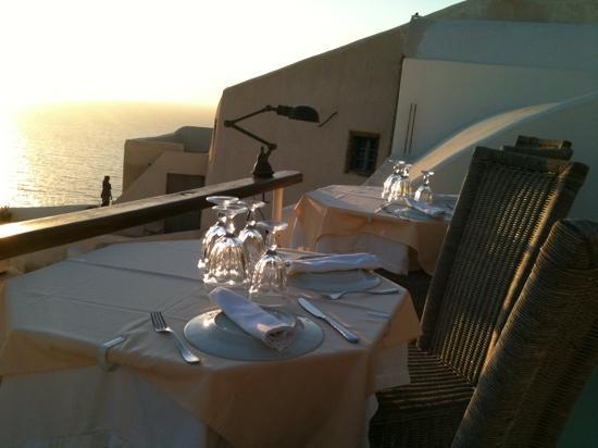 Fanari Restaurant: Tables face au Sunset