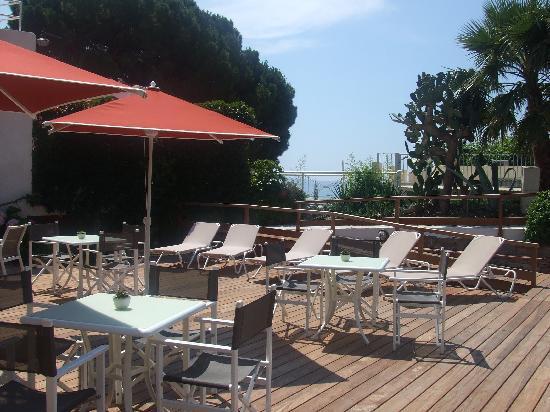 Hotel Le Grand Pavois : TERRASSE DE L'HOTEL