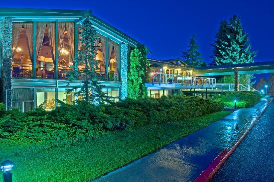 Ramada at Spokane Airport: Night View