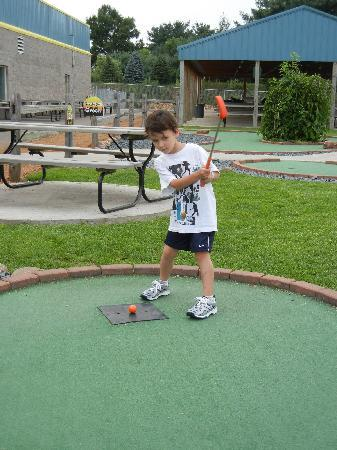 Metropolis Resort: Unlimited Mini Golf (w/the Action City unlimited Pass!)