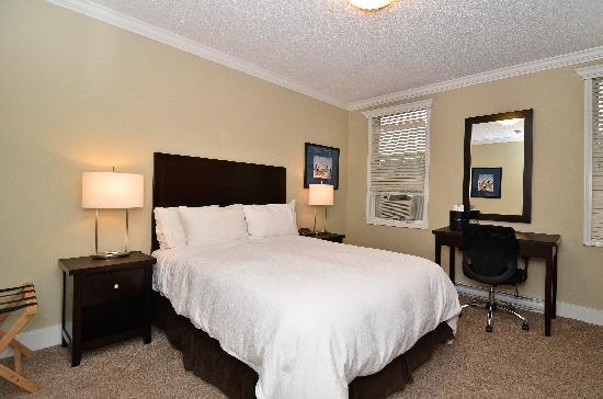 Regent Hotel: Queen Room