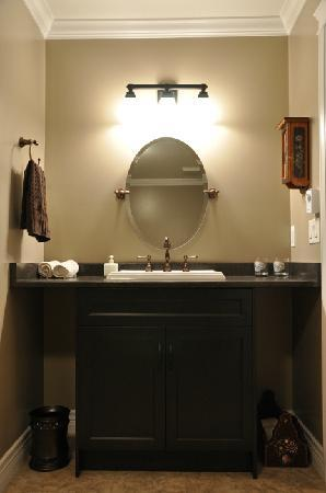 Wilbernics Bed and Breakfast: Ensuite Vanity