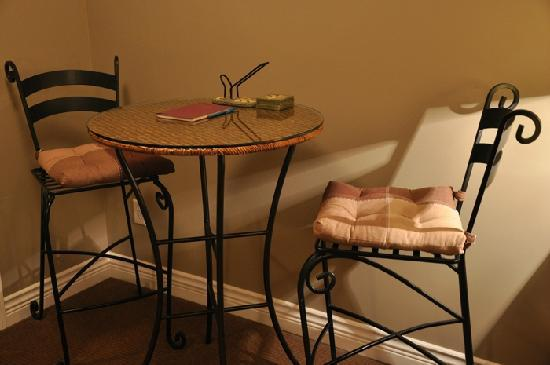 Wilbernics Bed and Breakfast: In-Room Table & Chairs