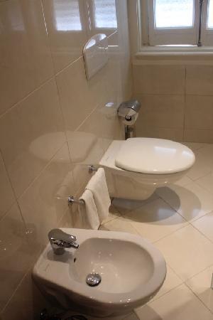 Suico Atlantico Hotel: Une partie de la salle de bain