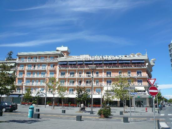 Hotel Principe Palace: l hotel visto in piazza