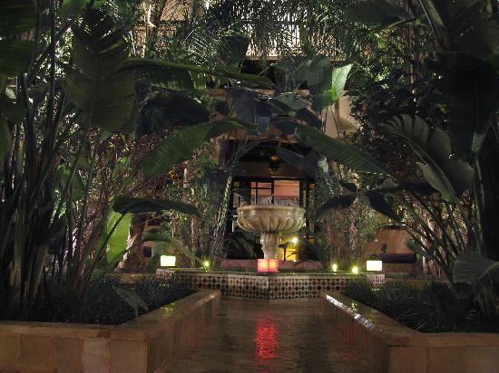 Al Fassia Aguedal : One of the tranquil courtyards
