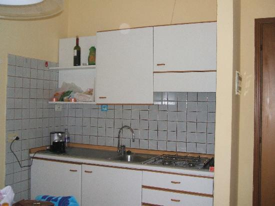 Tiny Kitchen unit - Picture of Beatrix Apartments, Bardolino