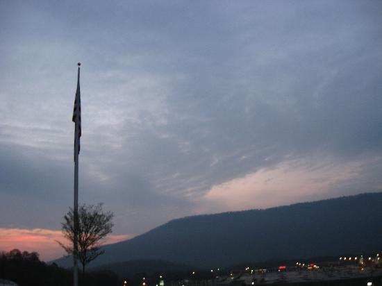 Fairfield Inn & Suites Chattanooga I-24/Lookout Mountain: view from the parking lot